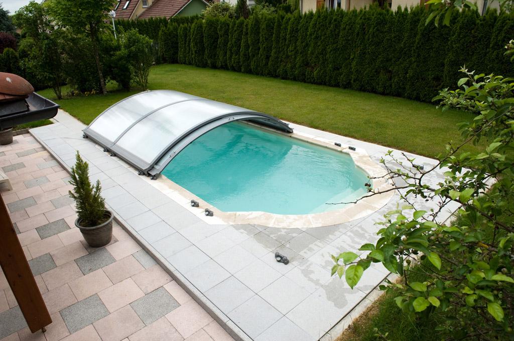 Ces 7 riens qui vous changent un jardin 5 plouf la piscine for Accessoire abri piscine