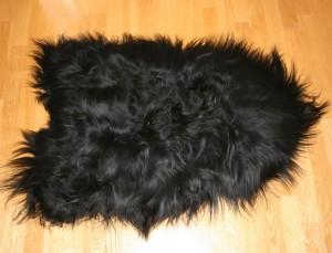 Peau de mouton islandais noir Tannage écologique pour une décoration intérieure douillette mais rock