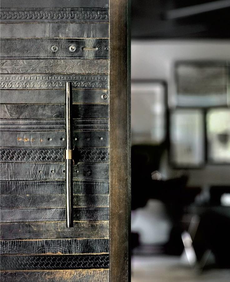 Porte-en-cuir-interiorsdigitaldotcom