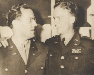 Le Major Glenn Miller et le capitaine  John Woolnough